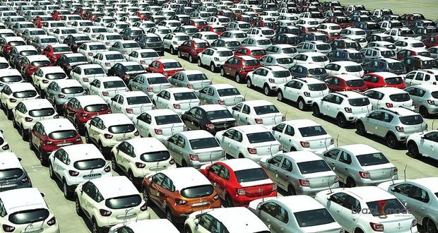 Paranaguá recebe volume inédito de veículos para exportação