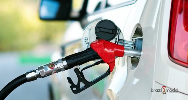 Em semana de reajustes todos os dias, gasolina da Petrobras sobe 3%